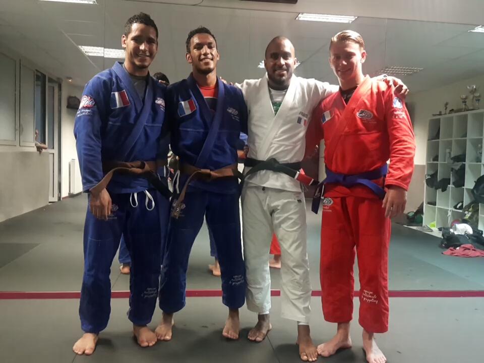 Les frères Blumental avec le coach Bilal et Clément Chacon